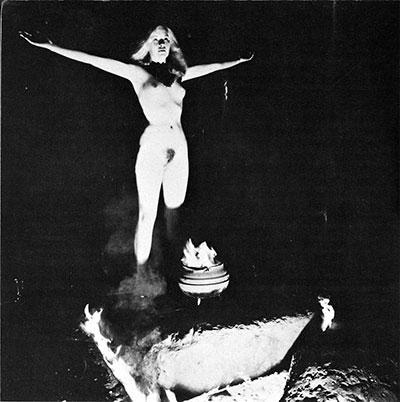 Célébration wiccane dans la nudité rituelle