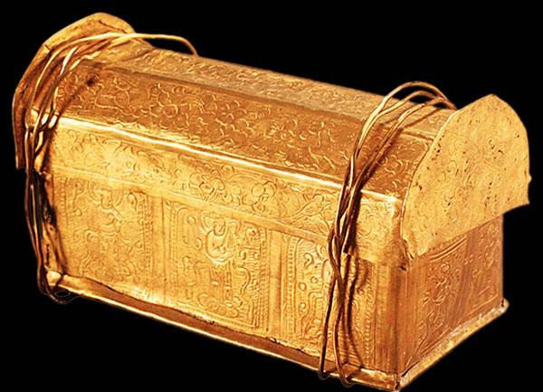 Coffre en or contenant relique de Bouddha