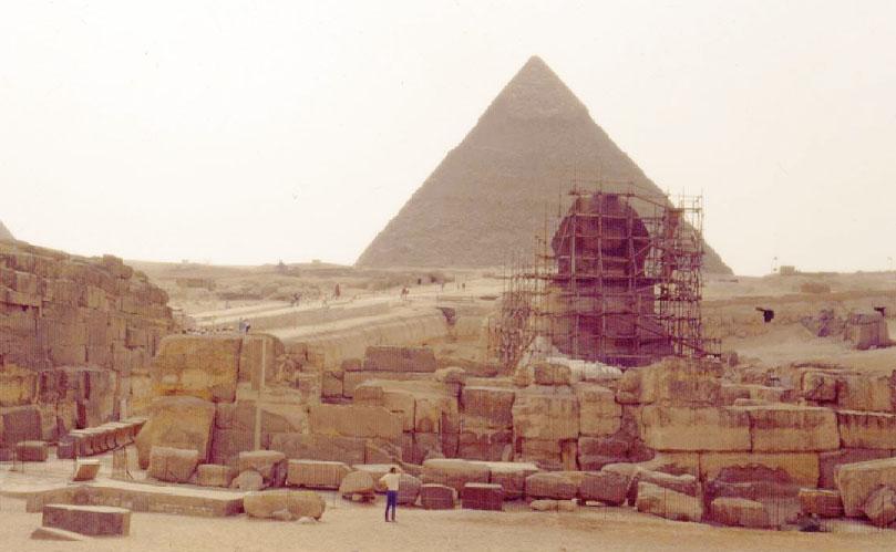 Les échafaudages autour du Sphinx