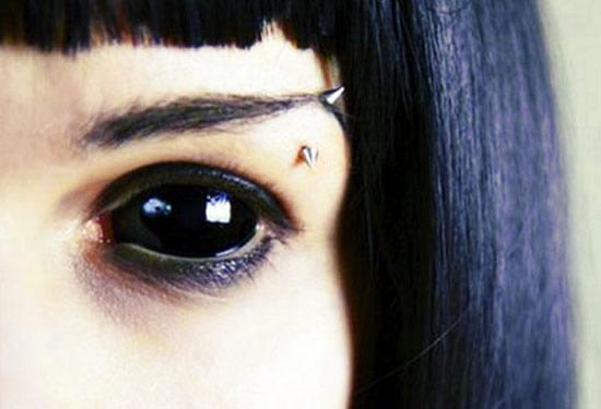Enfant aux yeux noirs