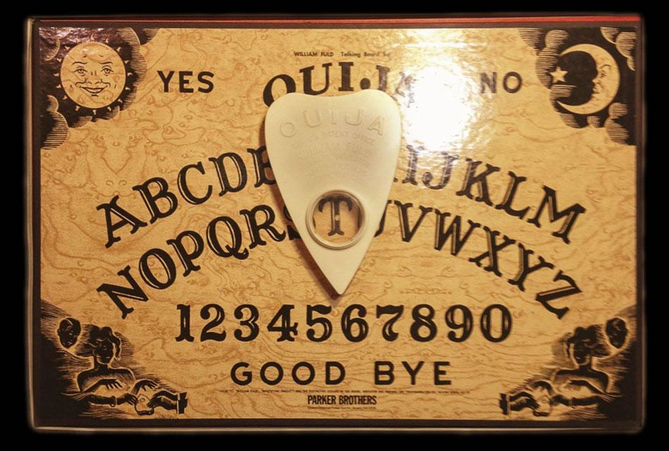 Les planches ouija pour communiquer avec les esprits c 39 est dramatic - Jeux qui ne prennent pas beaucoup de place ...