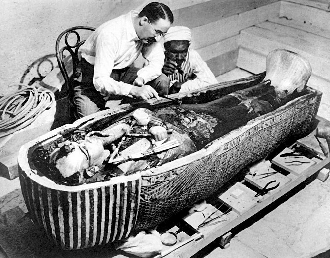 Ouverture de la tombe de Toutankhamon
