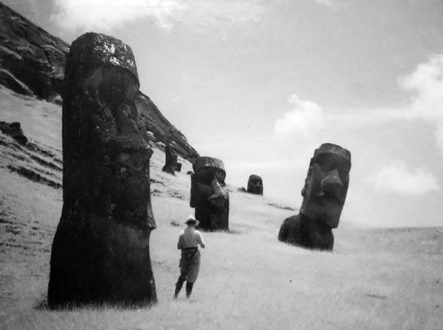 Statues des géants de l'île de Pâques