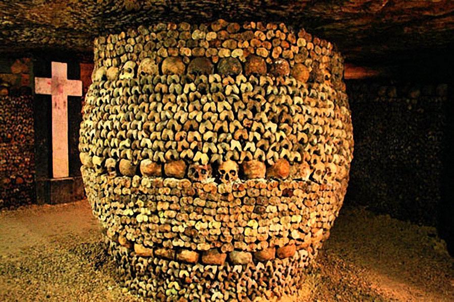Tonneau d'ossements des catacombes